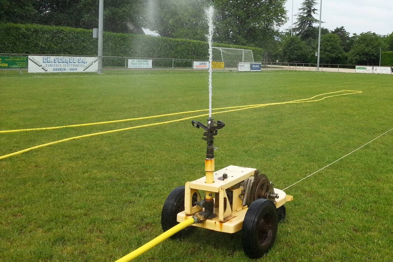 Arrosage mobile pour terrain de football