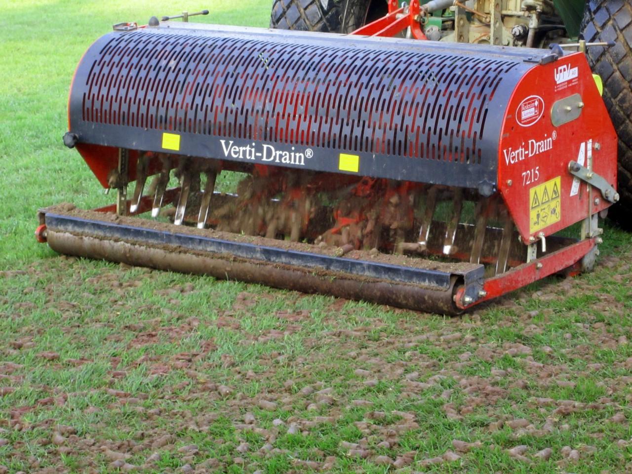 Carrottage pour drainage et aération du sol