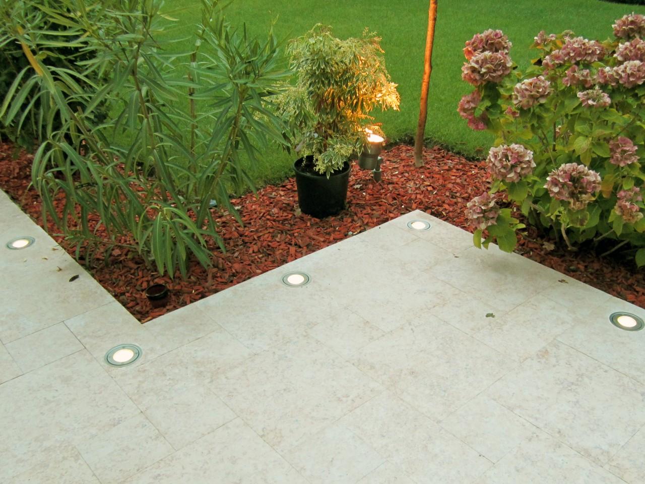 Dallage en pierre naturelle éclairage terrasse