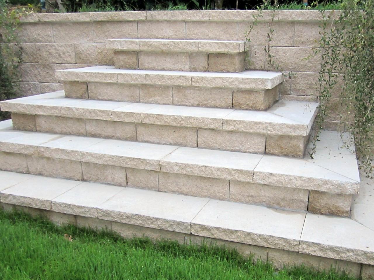 Escalier paysagé en pierre calcaire